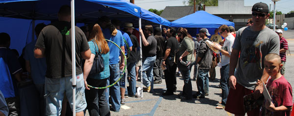 Line for artists at FCBD2011